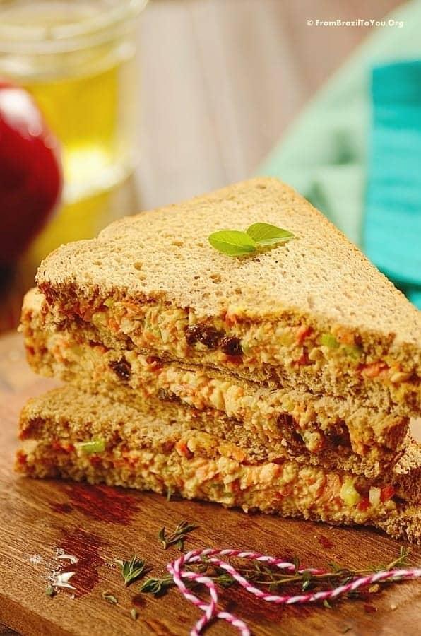 Beach-Style Cold Chicken Sandwich -- Sanduíche Natural de Frango