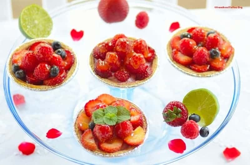 tortinhas de frutas vermelhas or berry tartlets