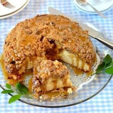 Caramel-apple-streusel-cake
