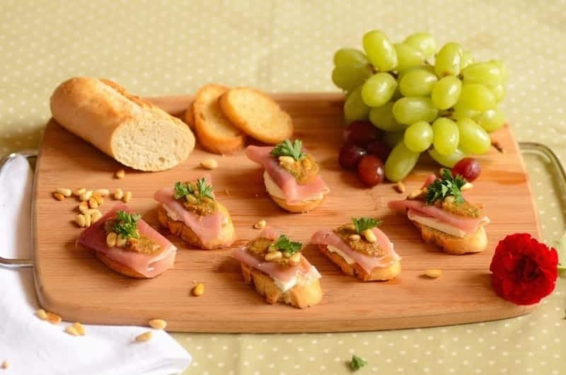 crostini-with-cheese