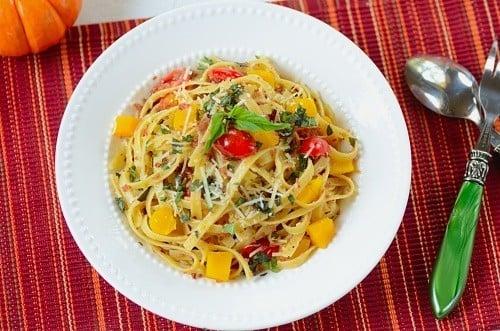 A bowl of fettuccini aglio e olio