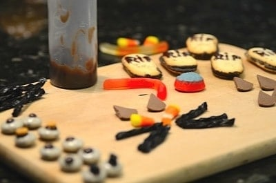 garnishes to decorate cupcakes for Halloween over a board