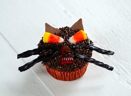 cupcake decorated a black cat