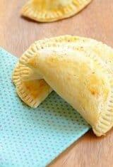 Pizza Empanadas (Pastel de Forno com Recheio de Pizza)