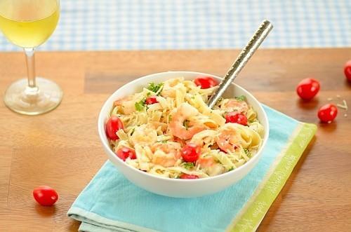 Sea and Garden Pasta (Fettuccine com Camarão, Tomate e Salsinha)
