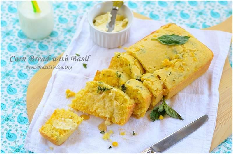 Corn bread with basil , pão de milho com manjericão