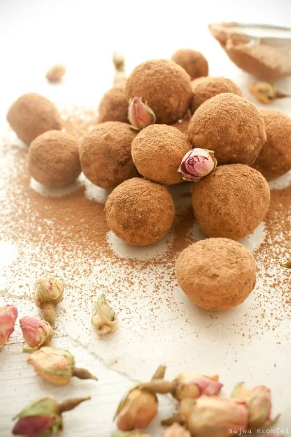 Chocolate Rose Truffles by Delicious Shots