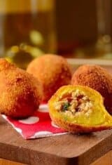 Coxinha de Frango (Chicken Fritters) and Rioja Wine: A Match Made in Heaven!