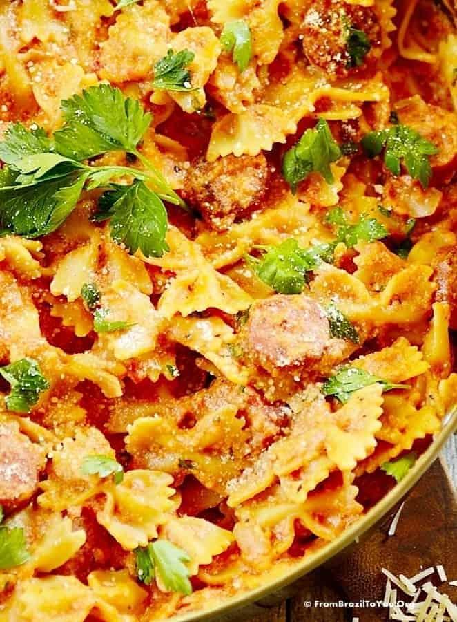 One Pot Sausage Pasta -- Macarronada com Linguiça
