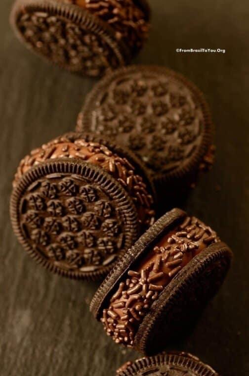 Brigadeiro cookies in a row