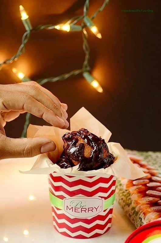 Chocolate-Truffle-filled-Doughnut-Holes, Bolinho-de-Chuva -com-Chocolate