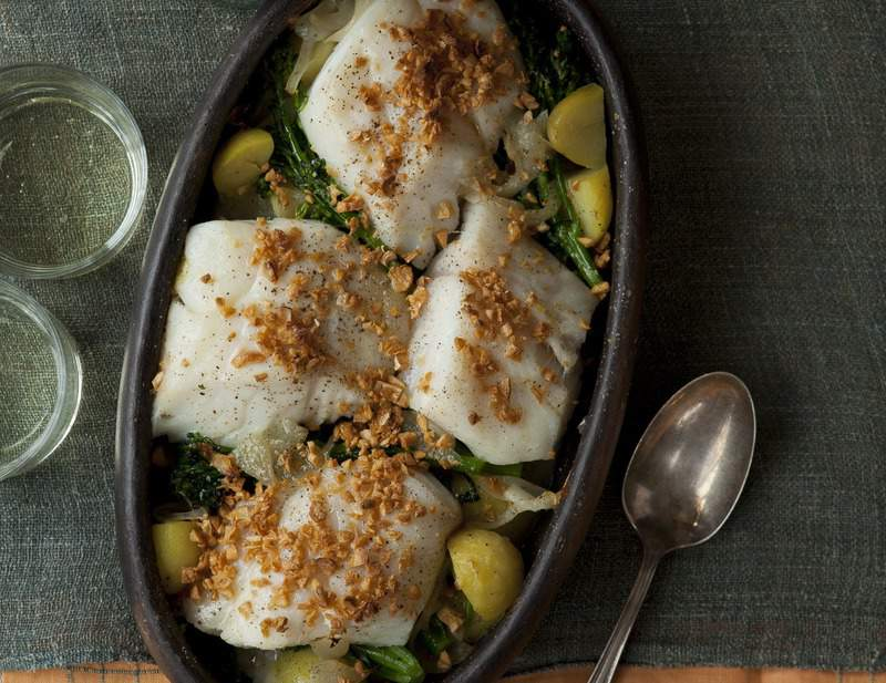 fresh-cod-onions-garlic-potatoes-broccolini , bacalhau-lagareira