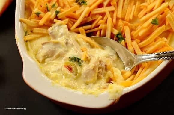 Chicken Fricass 233 E With Shoestring Potatoes Fricass 233 De Frango Com Batata Palha Easy And Delish
