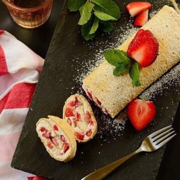 Strawberry-cream-flatbread-roll