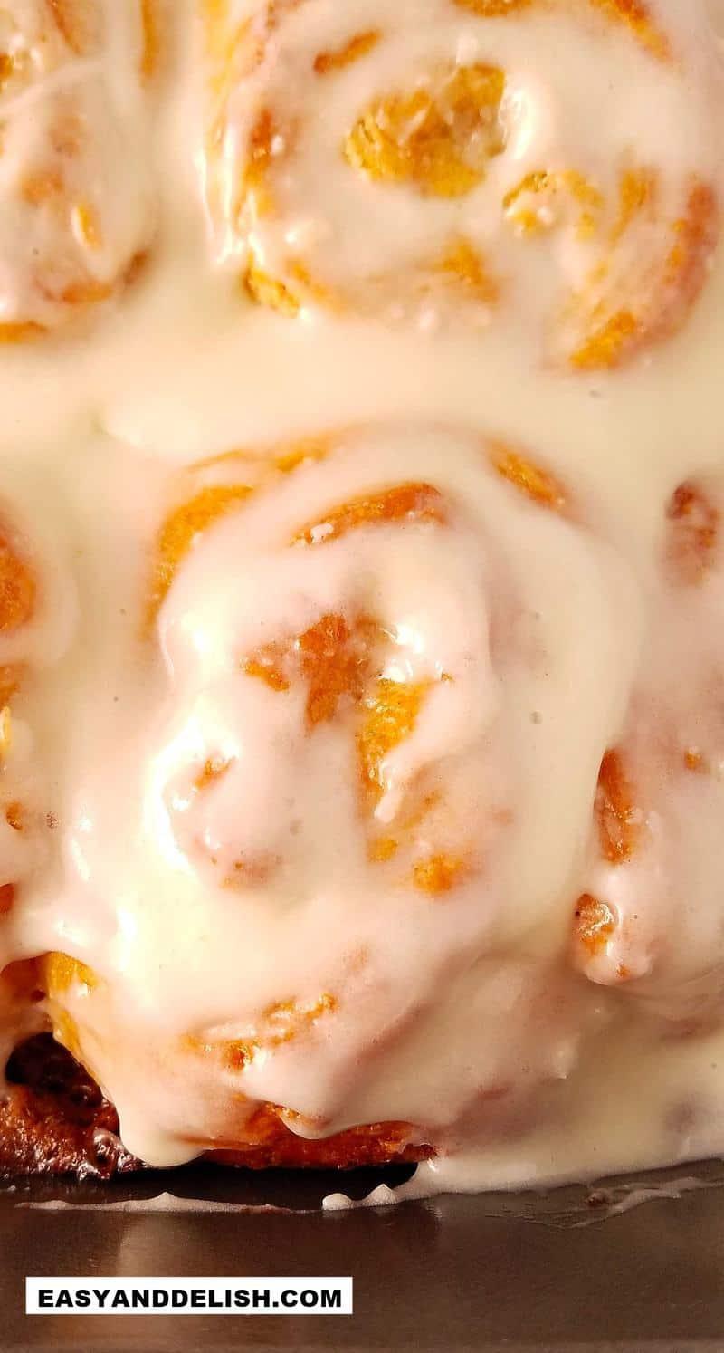 close up de uma guloseima recheada e com cobertura