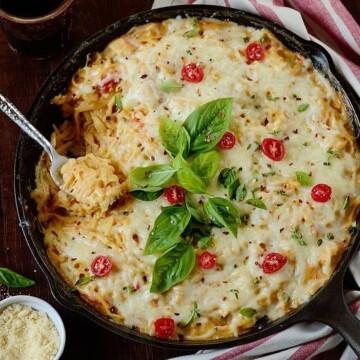 Creamy-chicken-bacon-pasta-bake
