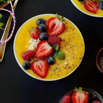 mango-lime-smoothie-bowl