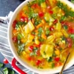 uma tigela de sopa de repolho para emagrecer