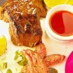 fraldinha para churrasco fatiada com marinada ao lado