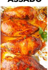 peitos de frango assados em uma assadeira