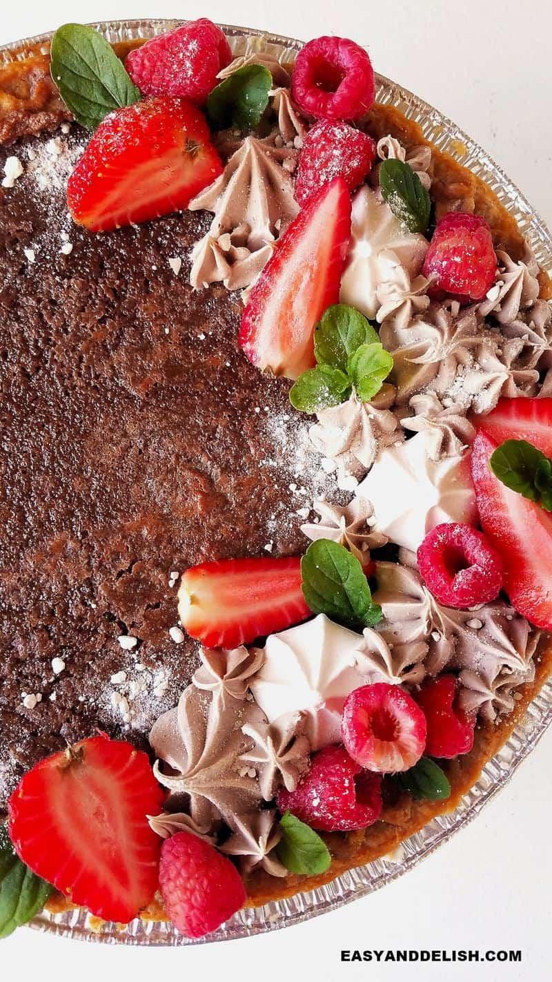 metade de uma torta de brownie