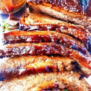 peito bovino fatiado com molho barbecue