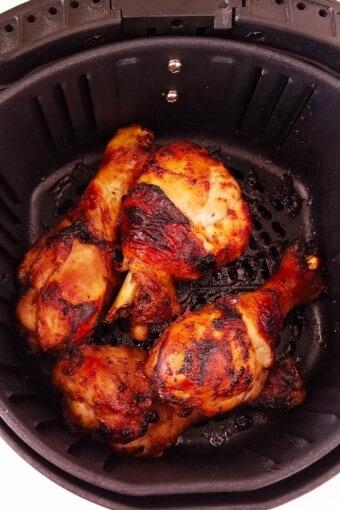 chicken drumsticks in air fryer basket