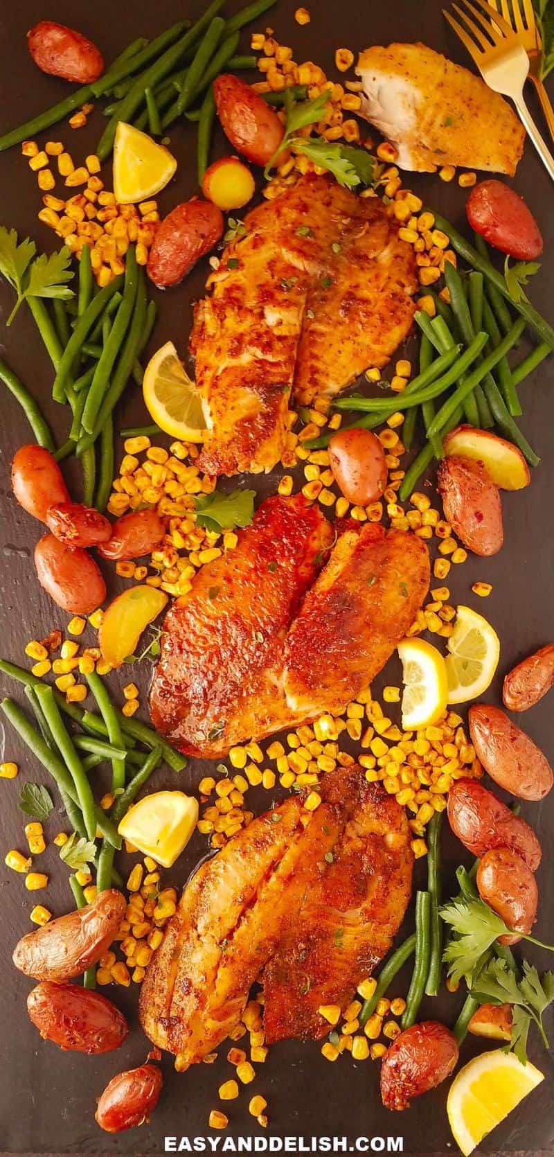 filés de peixe frito com vegetais