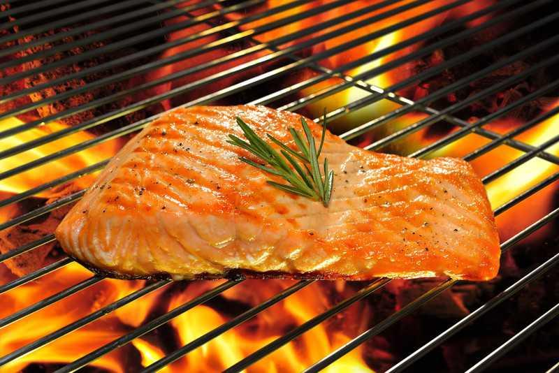 filé de salmão grelhado na grelha