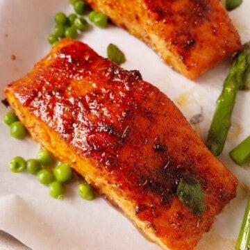 filés de salmão na airfryer com verduras
