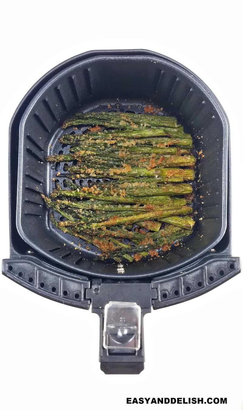 imagem mostrando como fazer aspargos na air fryer