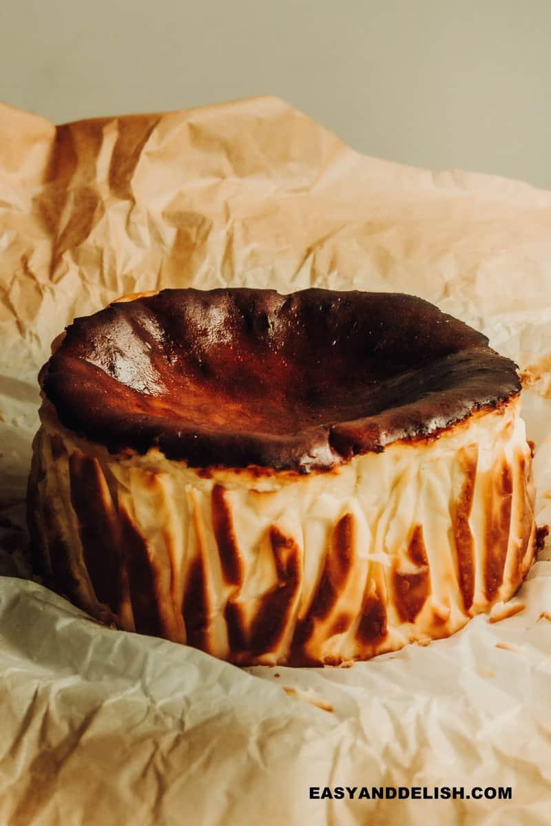 cheesecake queimado basco esfriando
